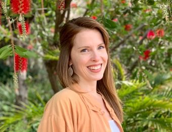 Mid-April portrait session by the bottlebrush tree
